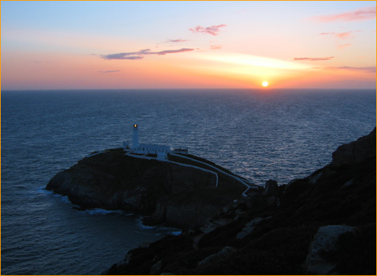 Sonnenuntergang am Leuchtturm South Stack (Wales)